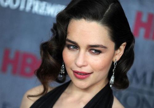 """""""Juego de Tronos"""": ¡Emilia Clarke solicita más desnudos masculinos en la serie!"""